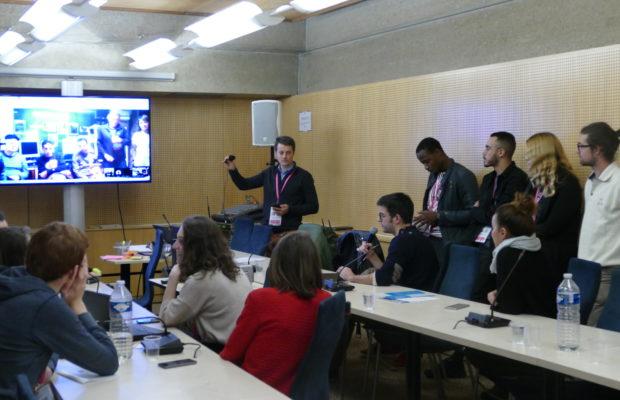 """Damien Monnerie (au centre) animait la table ronde """"Organiser l'expression des publics absents autour d'un débat citoyen sur le PGO"""""""